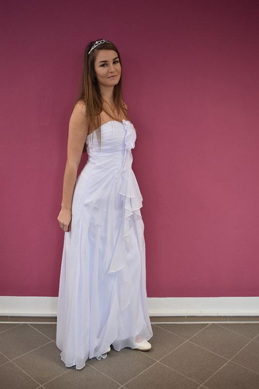 půjčovné svatebních šatů od 3000 do 8000 Kč 600510b148